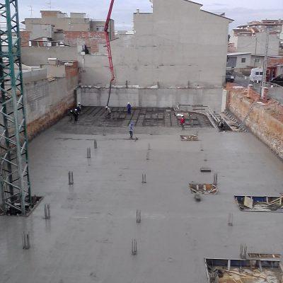 Ejecución-forjado-obra-edificio-Pobla-de-Vallboona-Valencia.jpg
