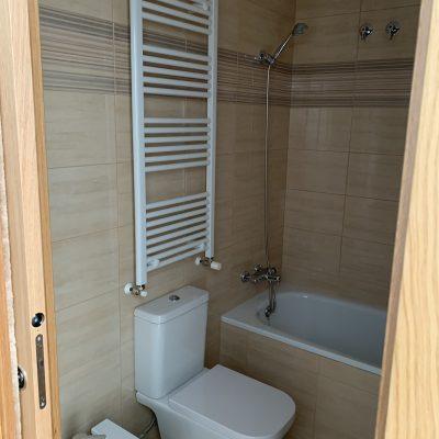 baño-inodoro-bidel-lavavo-calefaccion-ducha-bañera-alcachofa-casa-medianeras-castellon-valencia.jpeg